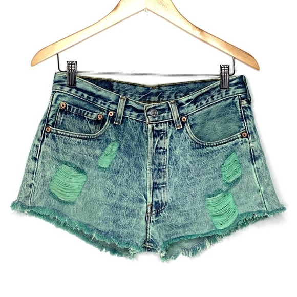 Levi's 501 distressed super high rise shorts